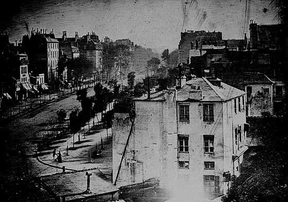 foto-5-este-daguerrotipo-del-boulevard-del-temple-de-paris-en-1839-tiene-fama-de-ser-el-primero-el-que-llevo-a-su-presentacion-publica-louis-daguerre