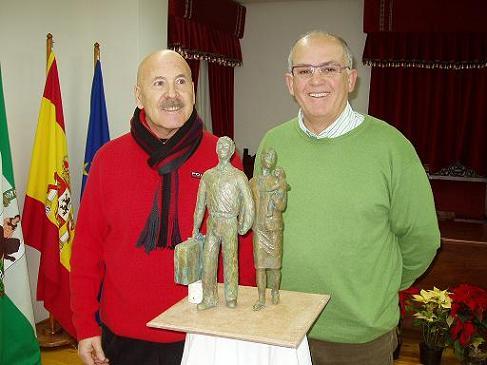20070109101036-escultura-emigrantes.jpg