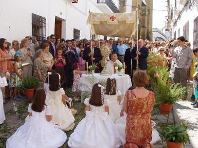 20070610130700-procesion-corpus-lopera.jpg
