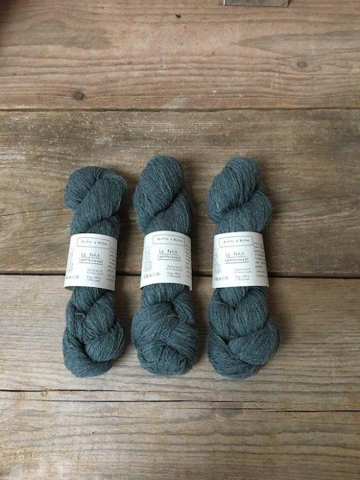 Biches en Bûches le petit lambswool blue green