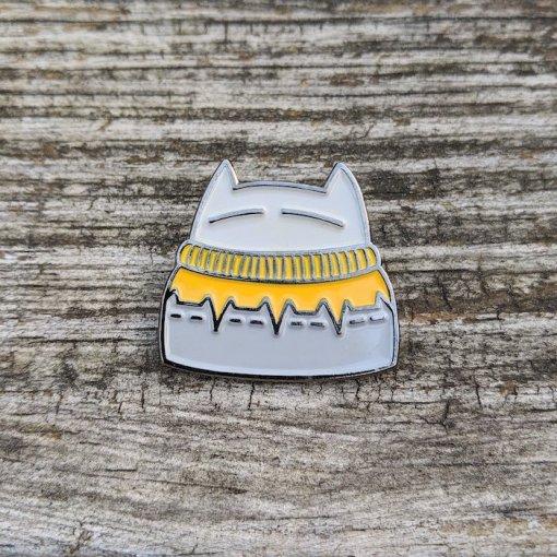 An Caitlin Beag pin cat-inna-sweater