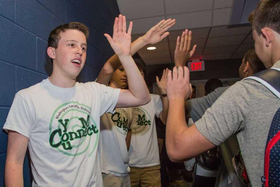 Senior+Noah+Kline+welcomes+incoming+freshmen+with+a+high+five.