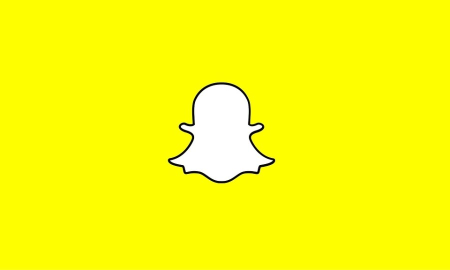 The+Snapchat+logo.+Celebrities+have+joined+the+public+in+criticizing+Snapchat%27s+latest+update.+Do+students+at+the+school+agree%3F