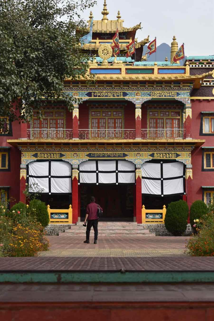Chokling Monastery in-between tibatan market