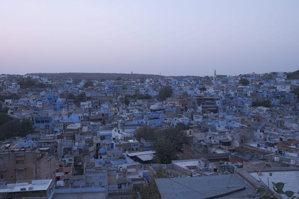 Walking between the Blue City to reach the Pachetiya Hills