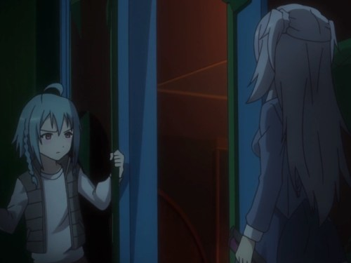 Saya and Kirin showed some real operational skills as they entered the hall. Capture from the Crunchyroll stream.