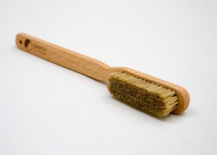 Minimal climbing brush