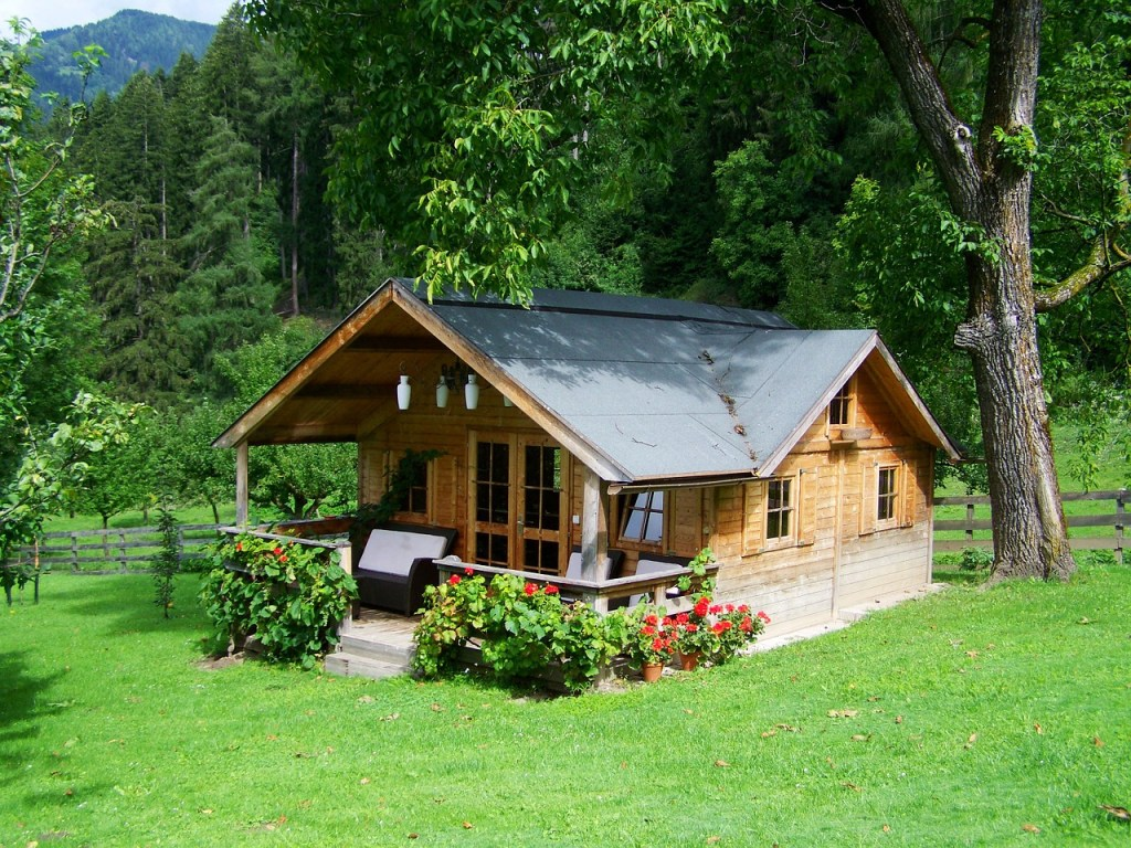 small-wooden-house-906912_1280