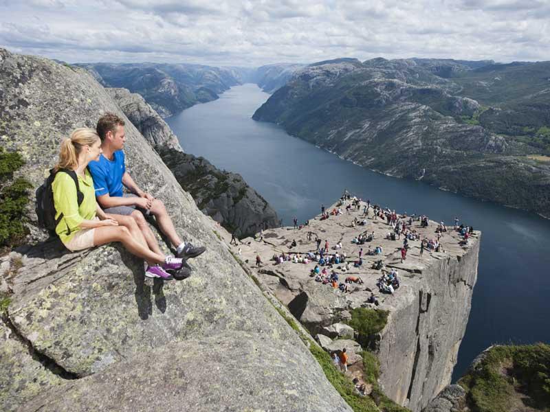 Fjord cruise Lysefjord en hike naar Preikestolen