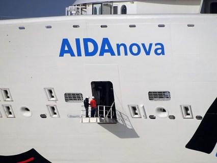 AIDAnova-kreuzt-den-Emstunnel-300x225 Emspassage der AIDAnova