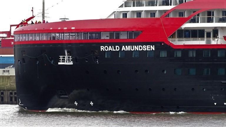 DSC08049 Hurtigruten-Schiff ROALD AMUNDSEN in Hamburg