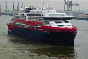 Hurtigruten-Schiff ROALD AMUNDSEN