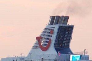 Mein Schiff 5 - Erstanlauf in Hamburg - Schornstein