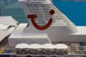 Mein Schiff 7 - TUI Cruises Emblem am Schornstein