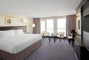 QE2_Captain's Club Room with Balcony_bedroom