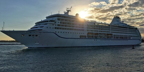 Seven Seas Mariner departing Miami ©CruiseInd