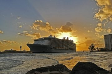 Allure of the Seas Departing Port Everglades ©CruiseInd