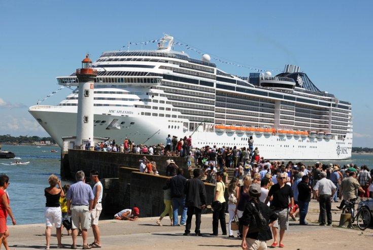 cruise tourist ile ilgili görsel sonucu