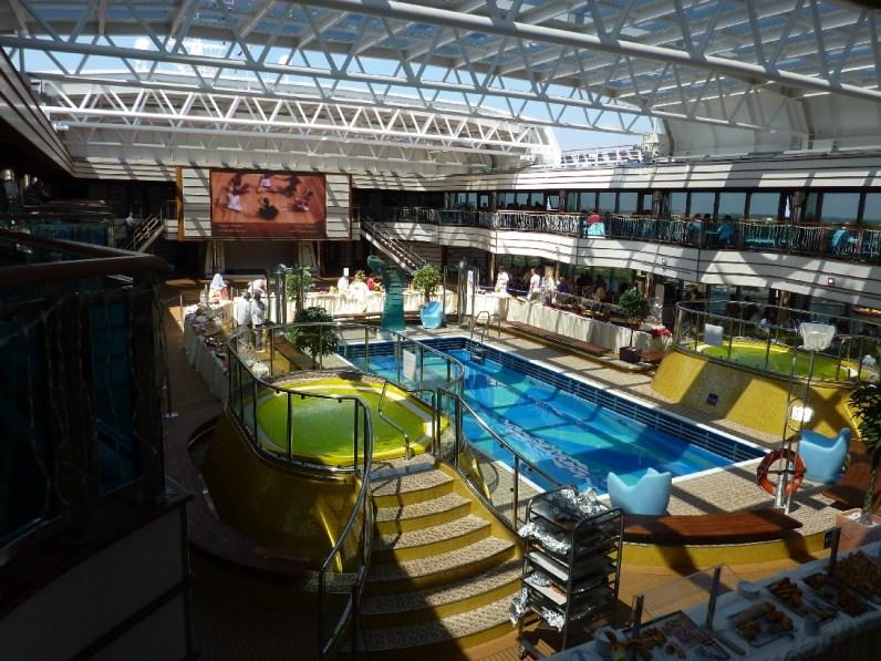 Costa Luminosa zwembad