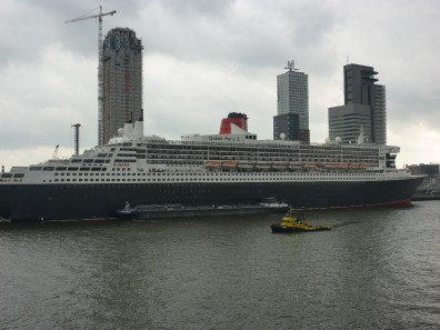 Queen Mary 2 in Rotterdam 30 mei 2010
