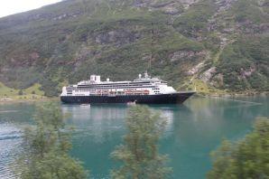 Mijn droom werd werkelijkheid. Wat begon met de cruise New York-Rotterdam, resulteerde in de inmiddels 3e cruise (Noorwegen Noordkaap 2014) met deze trotse oude dame. - Jan Zellenrath, 2012