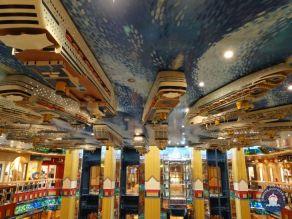 Op het atriumplafond de vloot van Costa