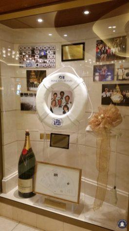 Ode aan Loveboat crew die het schip doopte in 2014