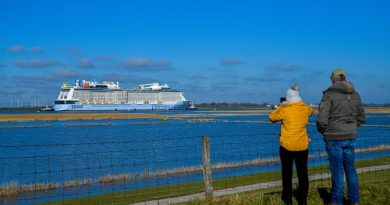 Odyssey of the Seas in Eemshaven na succesvolle Eemstocht