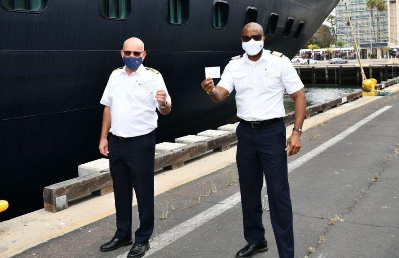 Koningsdam kapitein Henk Draper en Hotel Director Errol Nelson