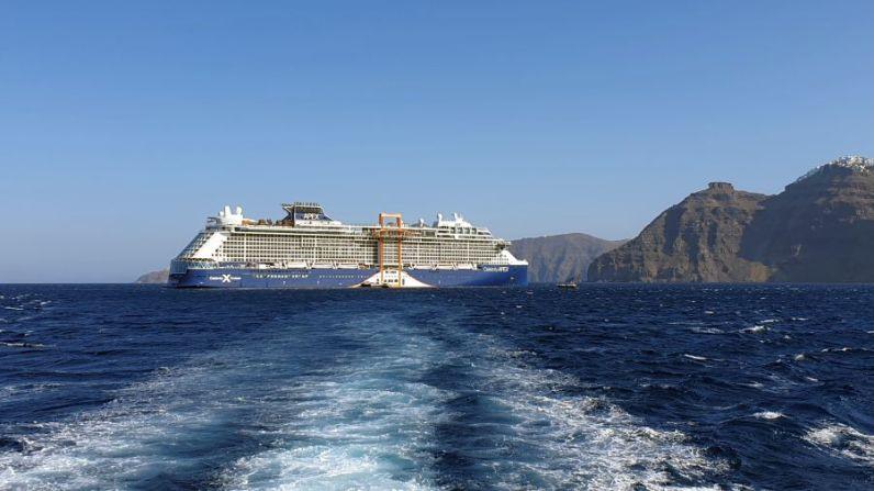 Celebrity Apex Santorini 007