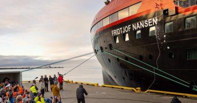 Fridtjof Nansen gedoopt met ijs in Spitsbergen