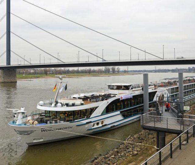 Ms William Wordsworth Am Anleger In Dusseldorf Foto Oliver Asmussen Oceanliner Pictures