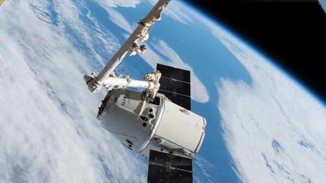 La capsule Dragon de SpaceX transporte déjà du fret