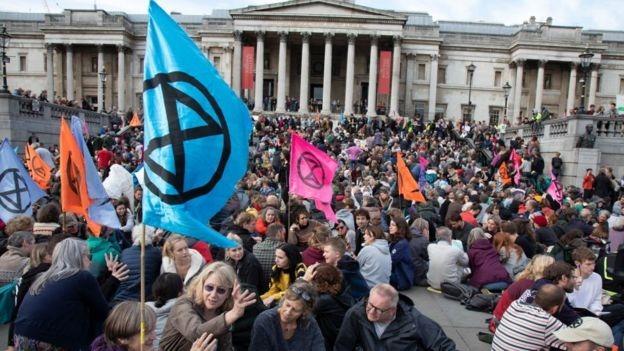 La rébellion d'extinction prend le contrôle de Trafalgar Square au début de l'année