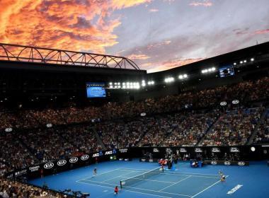 Le directeur du tournoi de l'Open d'Australie défend ses décisions de jouer malgré le contrecoup de la qualité de l'air malsain