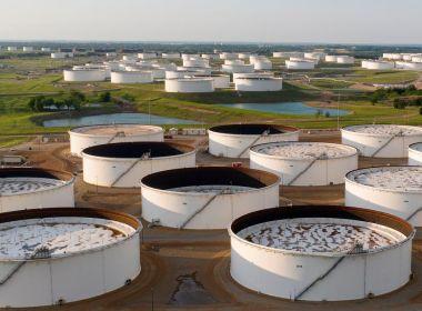 Le pétrole est en légère hausse avant que les données ne montrent une baisse des stocks de brut