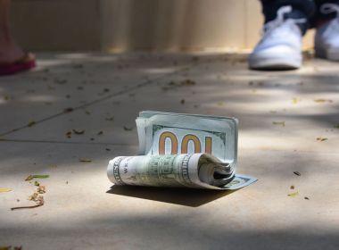Une carte de crédit simple et forfaitaire avec remise en argent est un bon moyen de vous établir et de savoir si les cartes de crédit vous conviennent