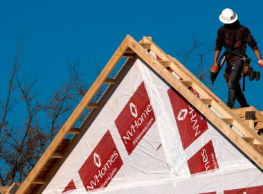 L'activité de construction de logements neufs s'améliore, les constructeurs se concentrant sur des projets à forte marge