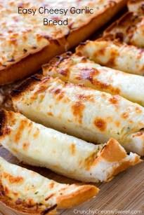 Fácil Pan de ajo caseoso por crujiente cremoso dulce blog en tarjeta de la receta fácil Pan de ajo caseoso