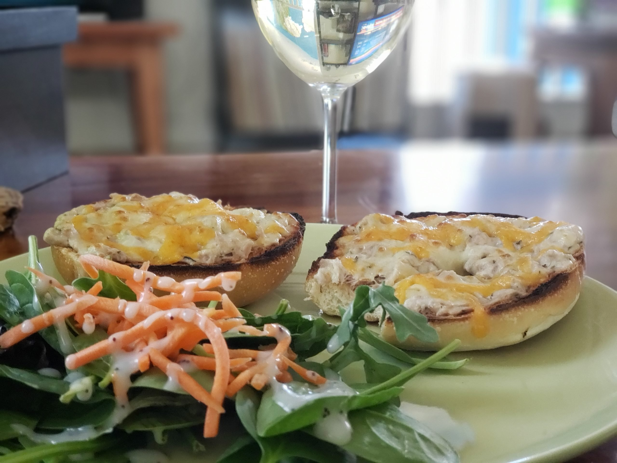 Tuna melts and a salad with a sav blanc #pantrypairings #travelinabottle