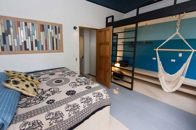 Manuel Antonio Home Rentals: Espadilla Ocean Club bed