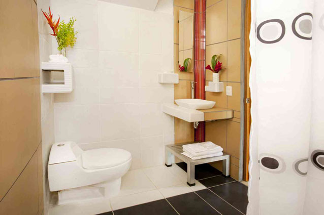 Manuel Antonio Home Rentals: Espadilla Ocean Club bathroom
