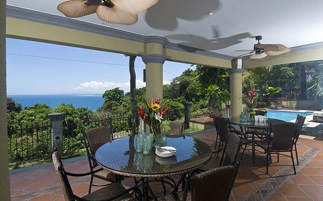 Manuel Antonio Estate homes: Casa Carolina outdoor dining