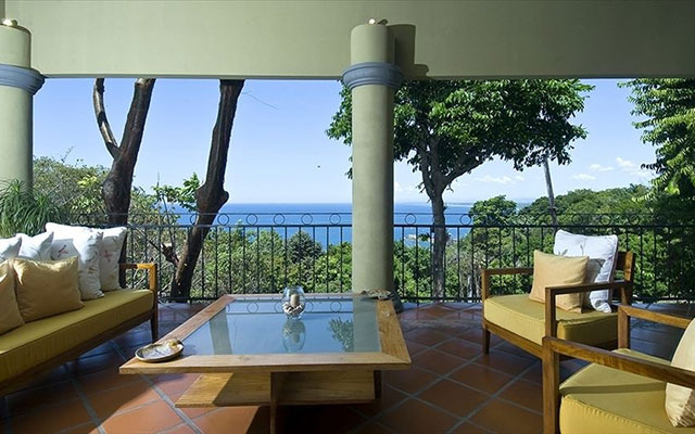 Manuel Antonio Holiday Rentals: Casa Carolina outdoor seating