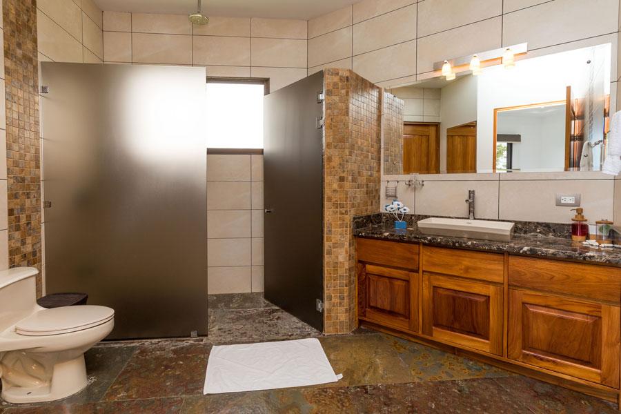 Casa WyRica bathroom
