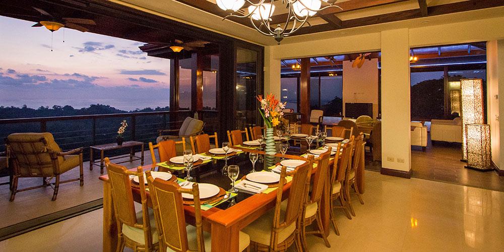 Villa Celaje dining