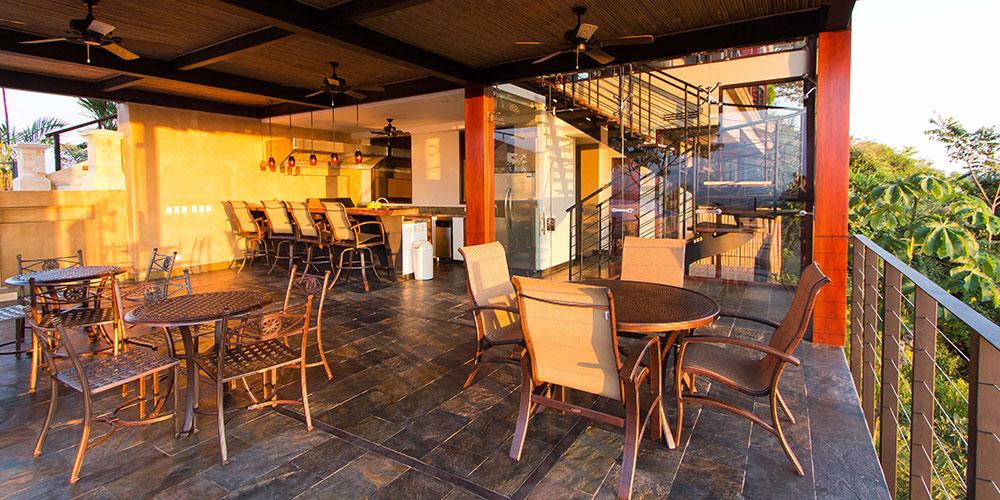 Villa Celaje deck
