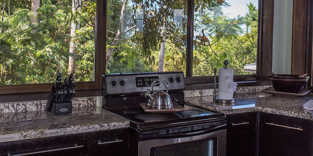 Tulemar 405 kitchen