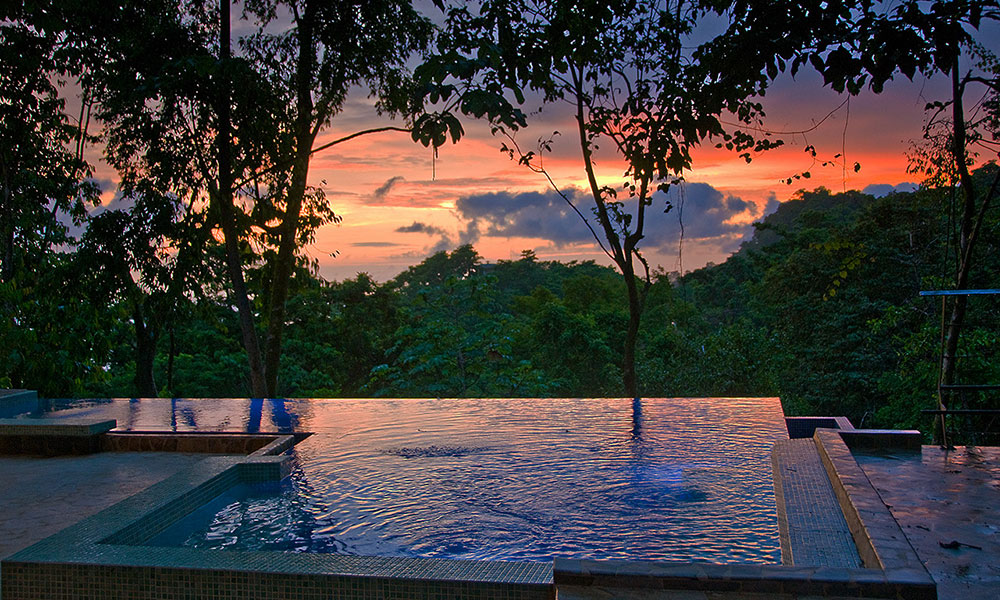 Villa Perfecta pool sunset