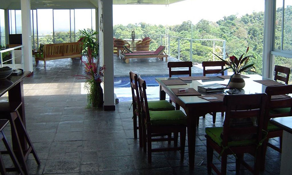 Casa de los Suspiros dining and living area